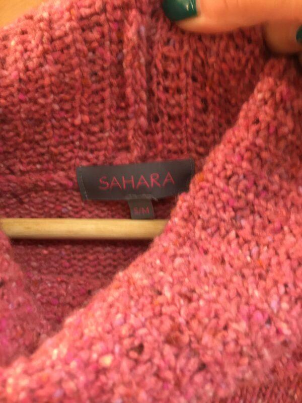 Sahara pink rollneck label